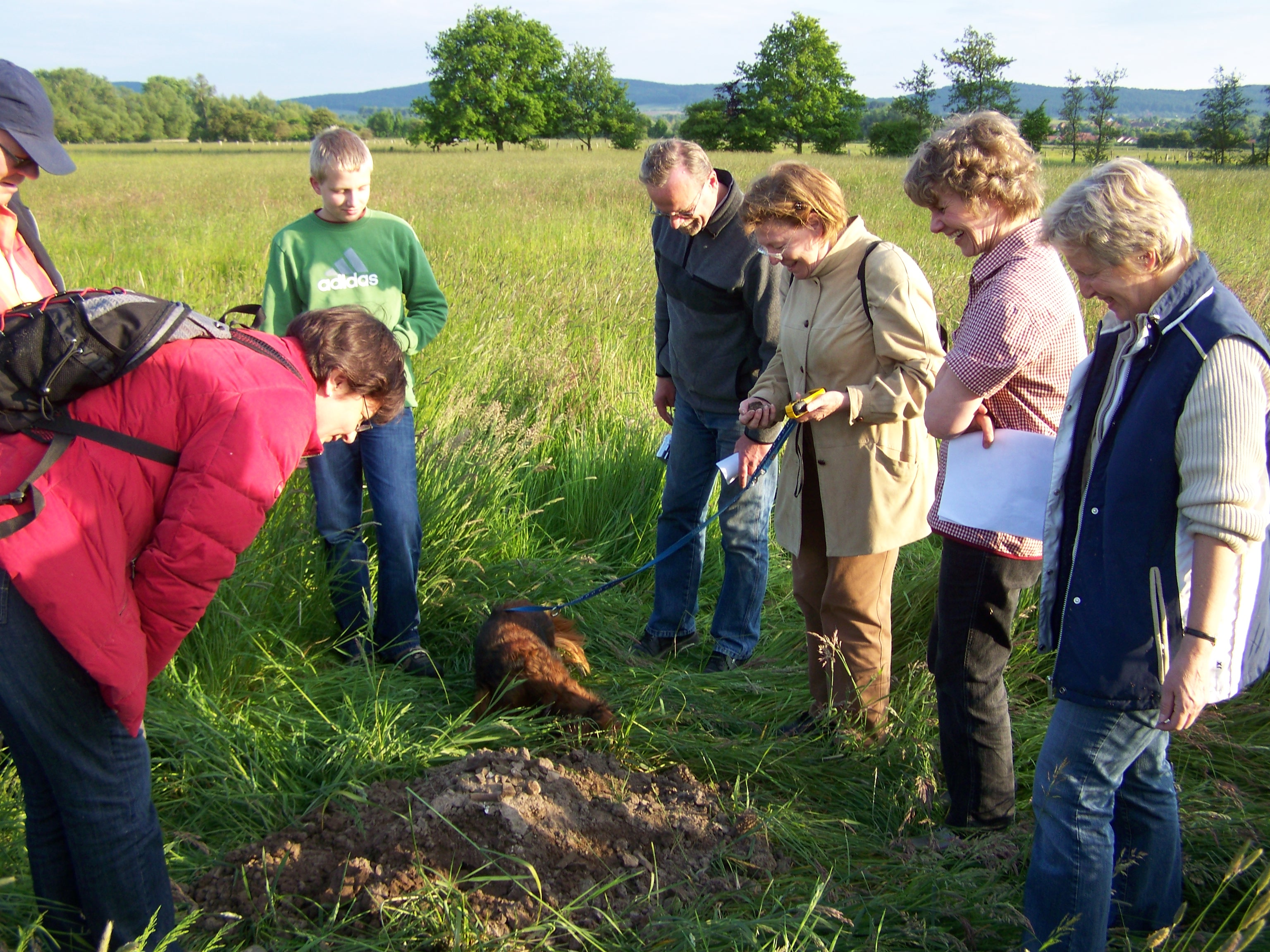 AK Archäologie: Feldbegehung auf dem Gelände der Burg Arnheim